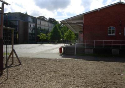 Einst Bahnhof - jetzt Schulhof